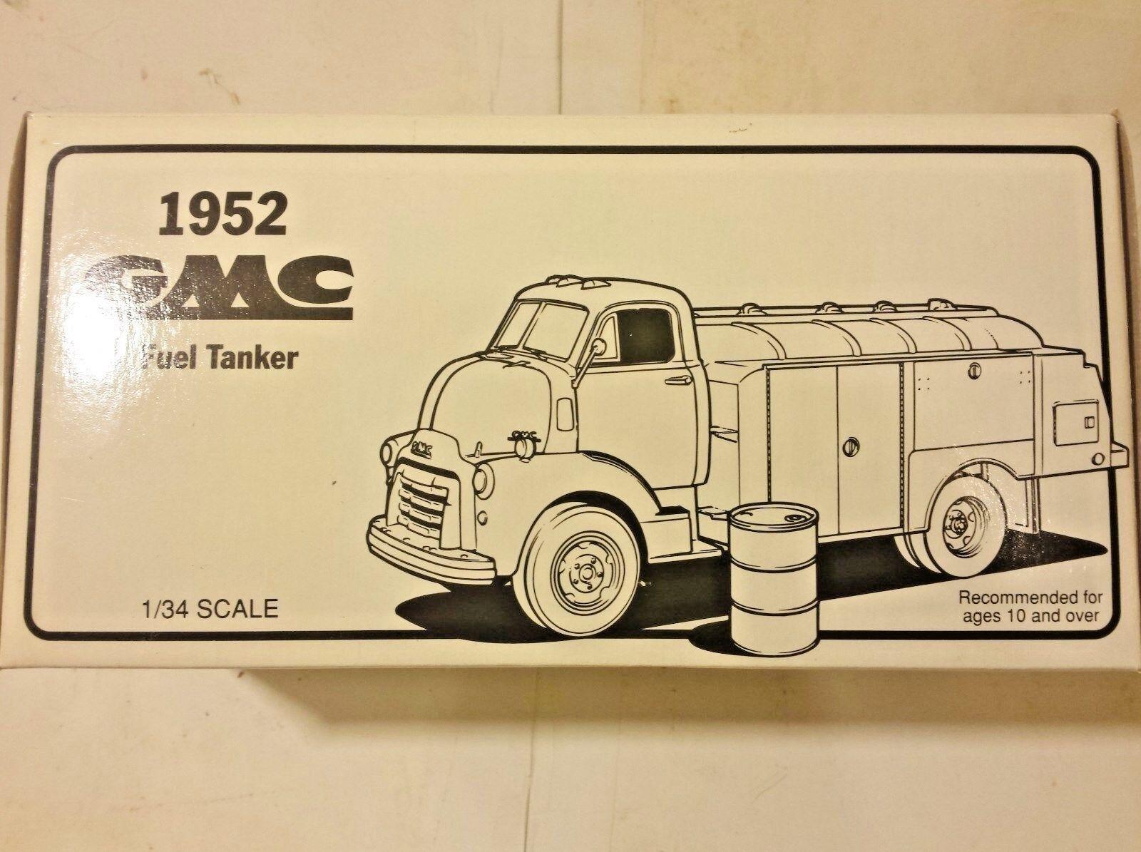 First Gear GMC 1952 Fuel Tanker 10-1215 JC Whitney & Co. Die Cast 1 34 Scale