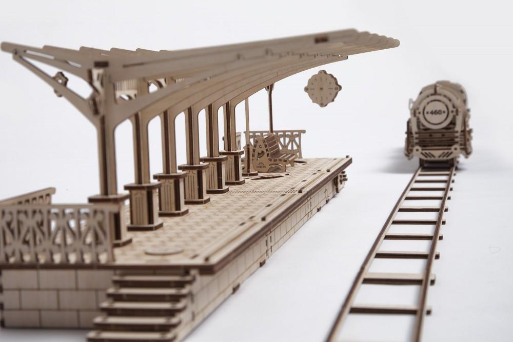 UGEARS Railway Platform - Mechanical Wooden Model Kit 70013