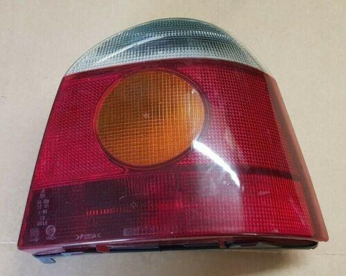Renault Twingo 1.2  1998  Rückleuchte rechts mit Leuchtmittel  7700820014