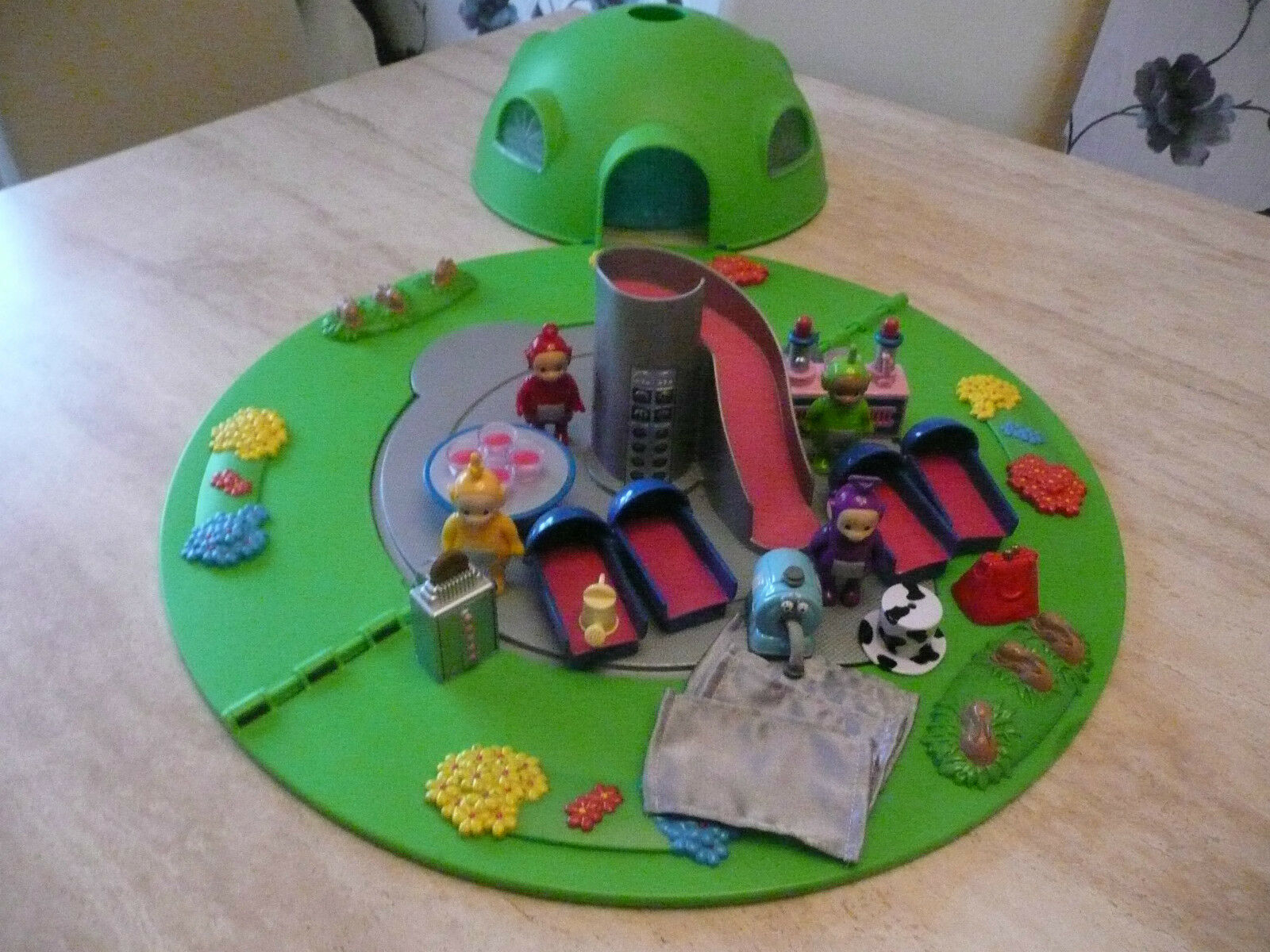 TELETUBBIES HOME HOUSE DOME PLAYSET 4 TUBBY FIGURES99% COMPLETE SET