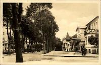 Kühlungsborn DDR Postkarte 1955 gelaufen Straßenpartie Allee Häuser Personen