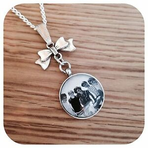 One-direction-BOY-BAND-round-necklace-BW-Bow