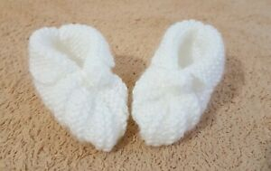 Hand-Knitted-Baby-footwear-shoe-suitable-for-6-months-to-12-months