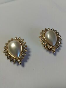 VTG-DESIGNER-SIGNED-EVCO-FAUX-PEARL-amp-RHINESTONE-Gold-tone-earrings