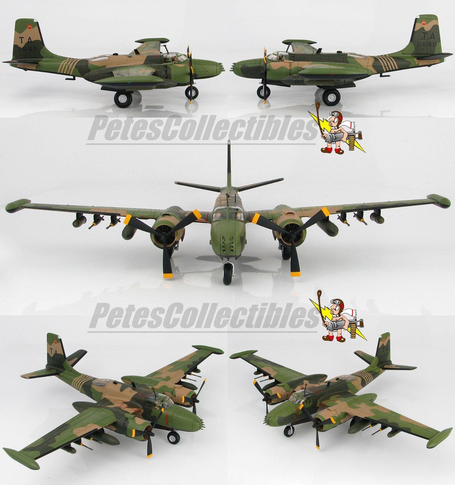 Hobby Master HA3225 Douglas B-26K Counter Invader 609 SOS Nakhon Phanom 1969