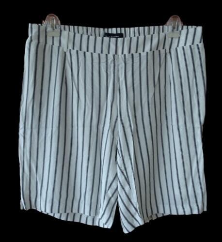 NEU Übergröße bequeme Damen Bermudas in weiß schwarz gestreift Dehnbund Gr.50,52