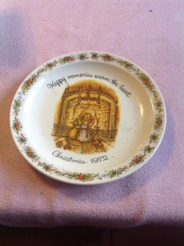 "HOLLY HOBBIE PLATE ""HAPPY MEMORIES WARM THE HEART ."" CHRISTMAS 1972"