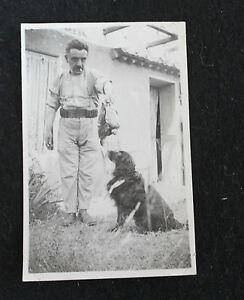 Vintage Photo vers 1935 chasseur avec son chien et des faisans snapshot - France - Photo vintage Snapshot, sans date vers 1935 Photographie originale d'époque, 5,6 x 8,7 cm (avec encadrement blanc) Sujet : chasseur tenant des faisans?avec son chien (+ une photo du chien tenant une proie : photo floue) bon état. Voir les photo - France