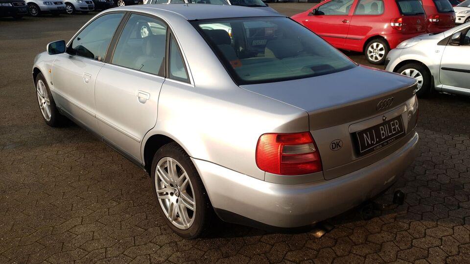 Audi A6 2,6 Benzin modelår 1997 km 396000 Sølvmetal træk