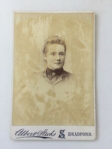 Large-Victorian-Cabinet-Card-Photo-CDV-Lady-Albert-Sachs-Bradford