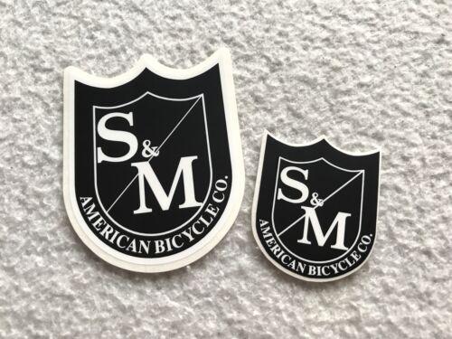 Nouveau 2 s/&m BMX Bouclier Autocollants Noir /& Blanc Small Medium Bars Cadre Fourche Autocollant