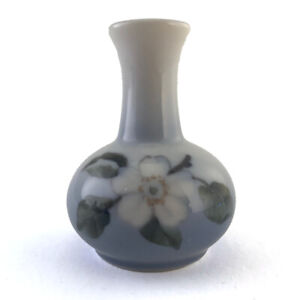 Vintage-Miniature-Royal-Copenhagen-Porcelain-Apple-Blossom-Vase-863-1258