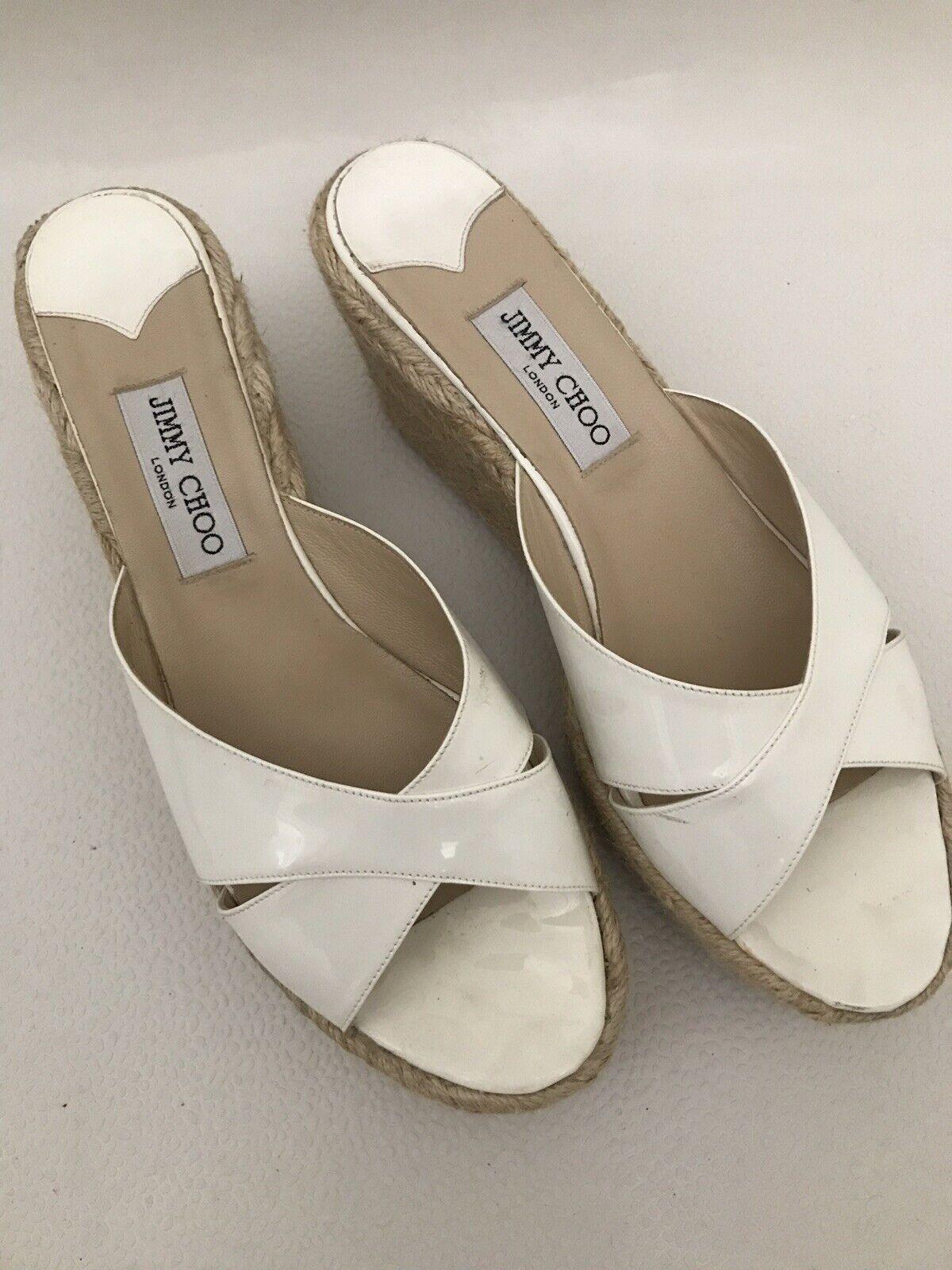 Jimmy  Choo Phyllis Patent Leather Wedge Peep Toe Sandal DimensioneEU 42 US 9  negozi al dettaglio