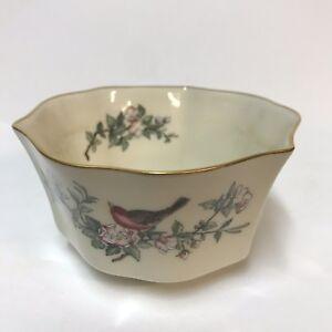Lenox-Serenade-Pattern-5-034-Fluted-Round-Bowl-Cream-Color-Red-Bird-Gold-Trim-Rim
