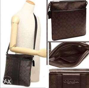 201138193c NWT Coach Men s Heritage Signature Zip Top Crossbody Messenger Bag ...