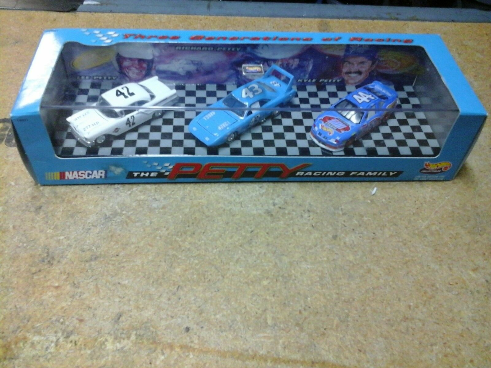 1997 HOTWHEELS  THE PETTY RACING FAMILY  3 GENERATIONS SEALED NEW