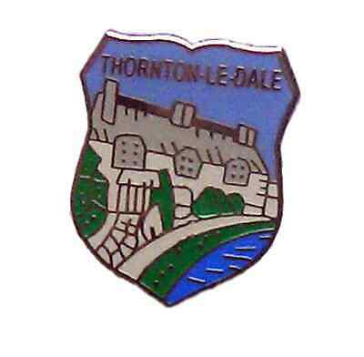 THORNTON-LE-DALE ENAMEL LAPEL PIN BADGE FREE POSTAGE WITHIN THE UK