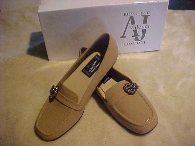 NEW DamenschuheS A J VALENCI TWO TONE RHINESTONE BUCKLE LOAFER SIZE 7 W COLOR CAMEL