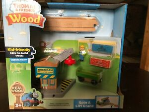 Thomas and Friends Wooden Railway Spin and Lift Crane Playset New In Box