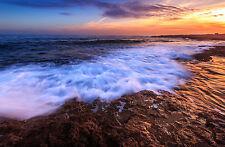 Incorniciato stampa-onde viaggiando su un brusco ROCKY BEACH (PICTURE POSTER OCEAN ART)