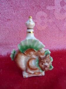 schones-altes-Porzellanflaschchen-Flakon-Figur-Eichhornchen