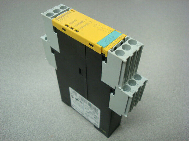 USED Siemens 3TK2824-1BB40 Sirius Safety Relay Module