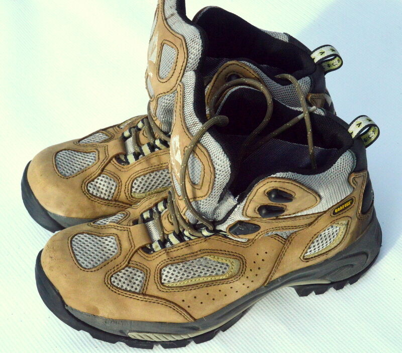 Vasque Goretex Women's size 10M hiking boots Mid