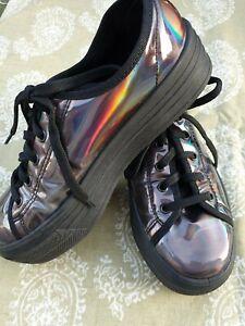 Schuh platform trainer.Black patent
