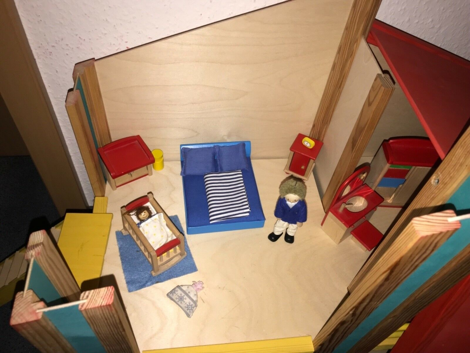 Puppenhaus  Holz 2 Etagen m. kompletter kompletter kompletter Einrichtung und Puppen 6c63f9