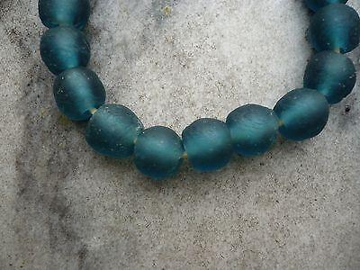 Strang Altglasperlen Ghana Krobo recycled glass beads 7-8 mm dunkelgrün