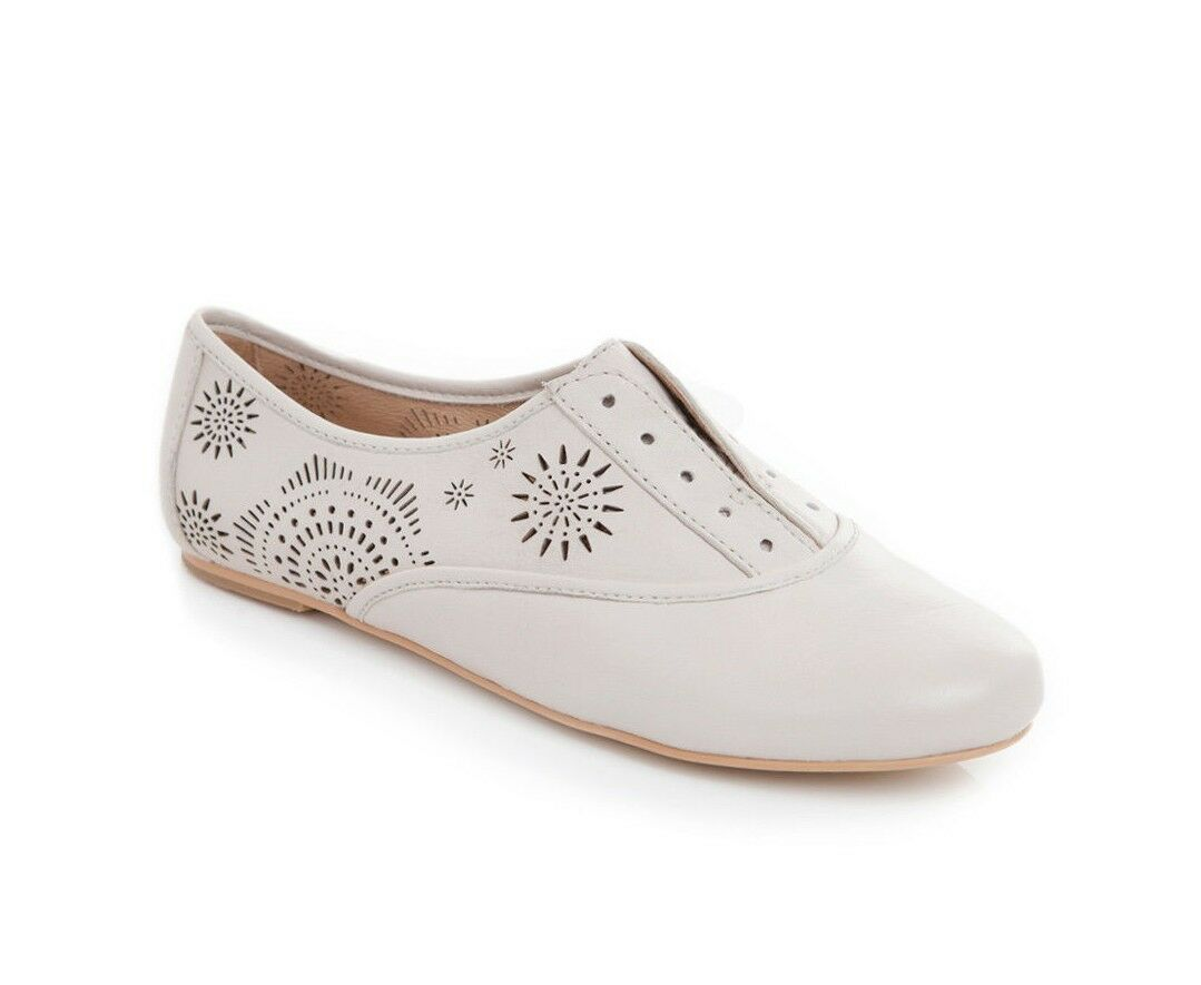 KOOLABURRA 'Britt' Laser-Cut Oxfords Sz 6 New