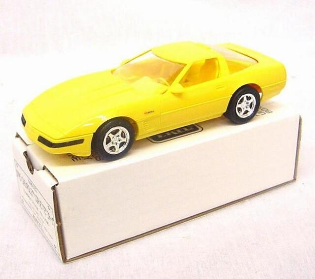 6661EO AMT Ertl Dealer Promo Car 1995 Corvette  ZR-1 Yellow -1/25 scale
