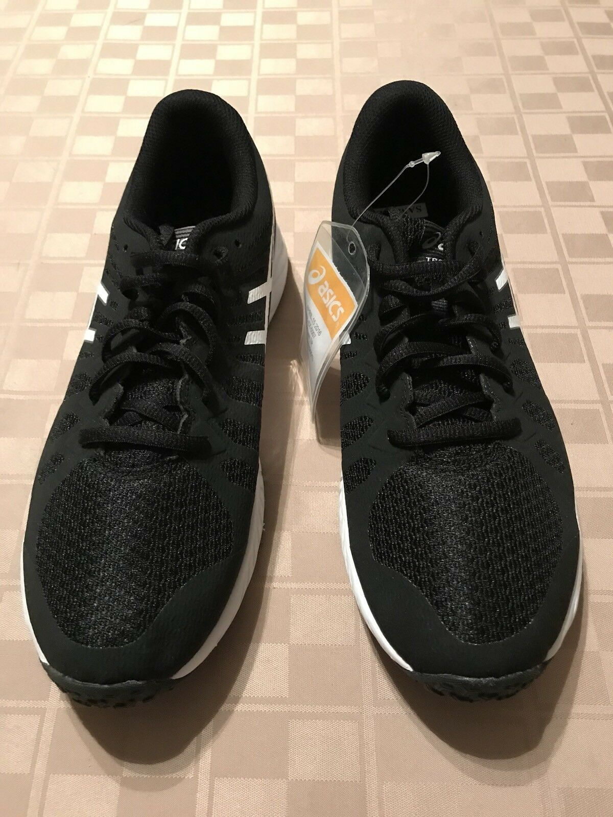 ASICS Nitro Fuze Men's TR NEW SAMPLE US size 9 Black white Running shoes