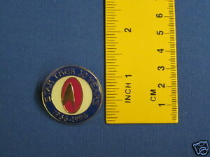 Star-Trek-30th-Anniversary-Red-amp-Blue-Design-Pin-Badge-30Y6
