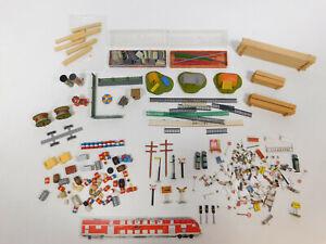 CL472-1-Faller-Preiser-Wiking-H0-Konvolut-Holzstapel-Zelt-Faesser-Schilder-etc