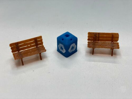 Platform Accessories Multicolor O scale Bench kit with Recycle Can