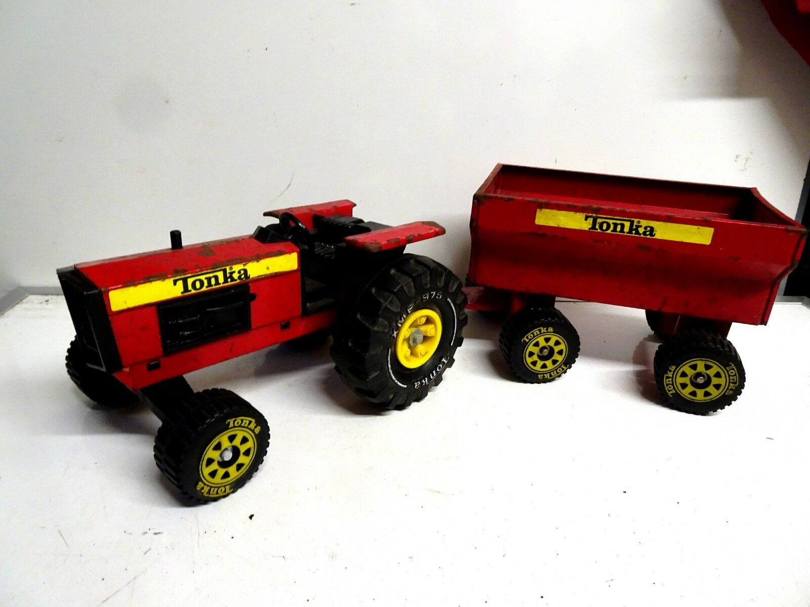 Vintage Tractor & Trailer Tonka Toy 1970's rot Pressed Steel Xmb-975