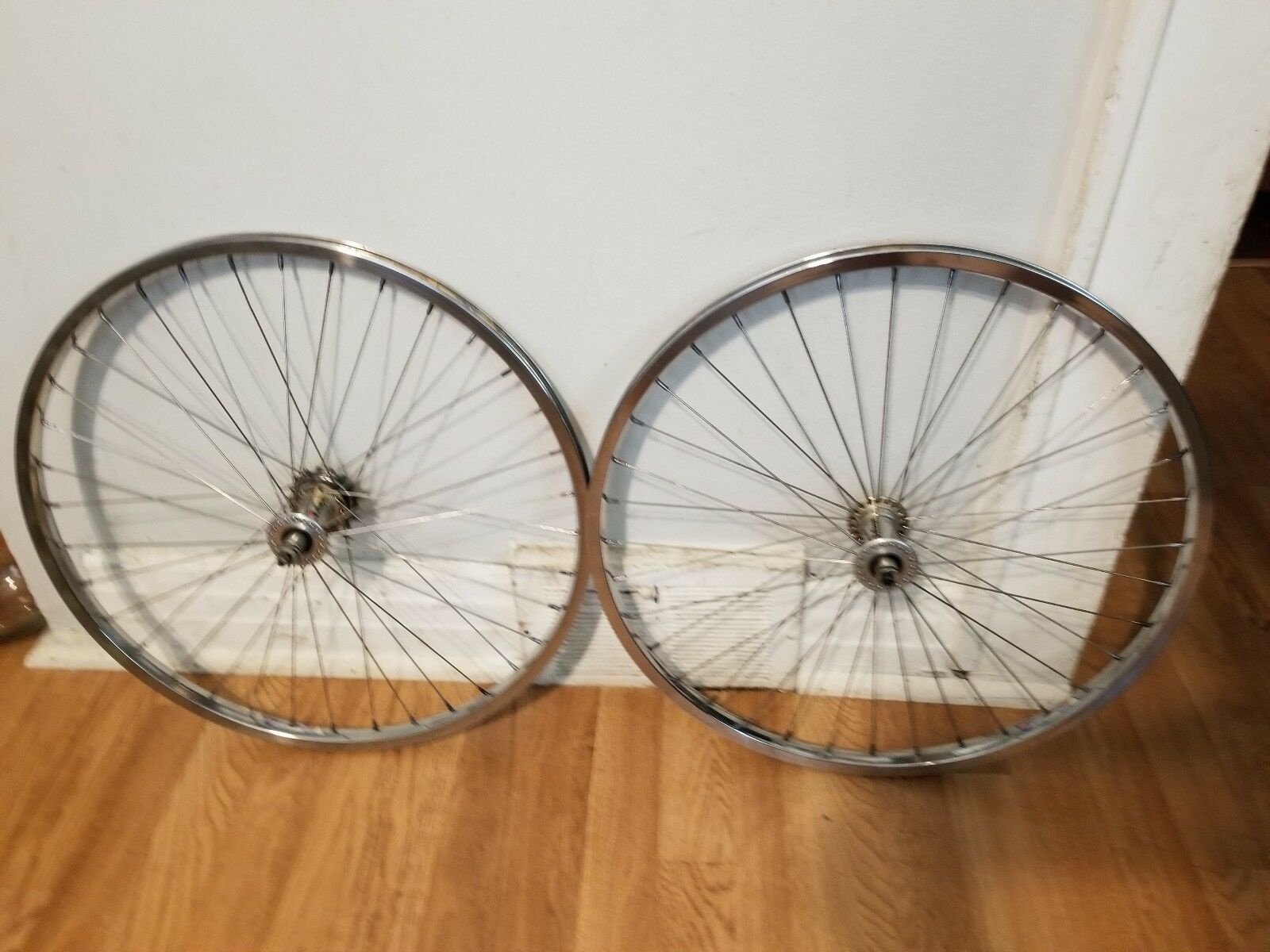 OLD  SCHOOL BMX 24  BULLSEYE CRUISER WHEELS SUN  NOOK 24X1.50 RIMS VINTAGE RARE  happy shopping