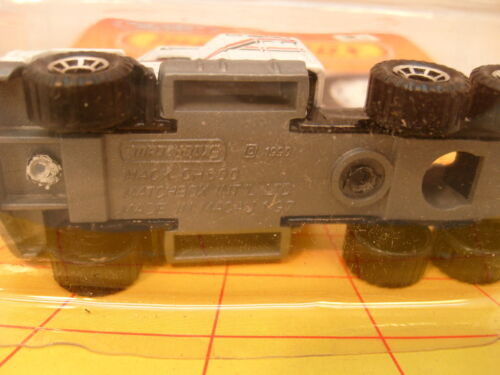 1990 MATCHBOX SUPERFAST MB 8 WHITE MACK CH-600 TRACTOR MOC
