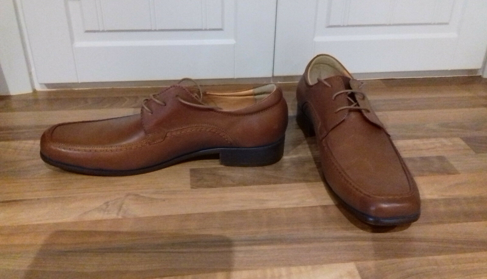 Size 9 (43) comfortable tan lace up real leather upper & lining shoes(RRP)