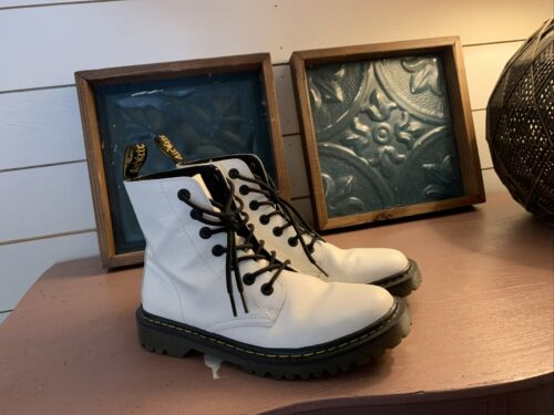 womens doc martens boots size 9