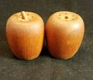 Collectible-Salt-and-pepper-shakers-vintage-set-Wood-Apples-1-75-034
