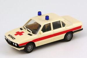 1-87-BMW-5er-E28-528i-NEF-Emergency-doctor-beige-red-herpa-4061