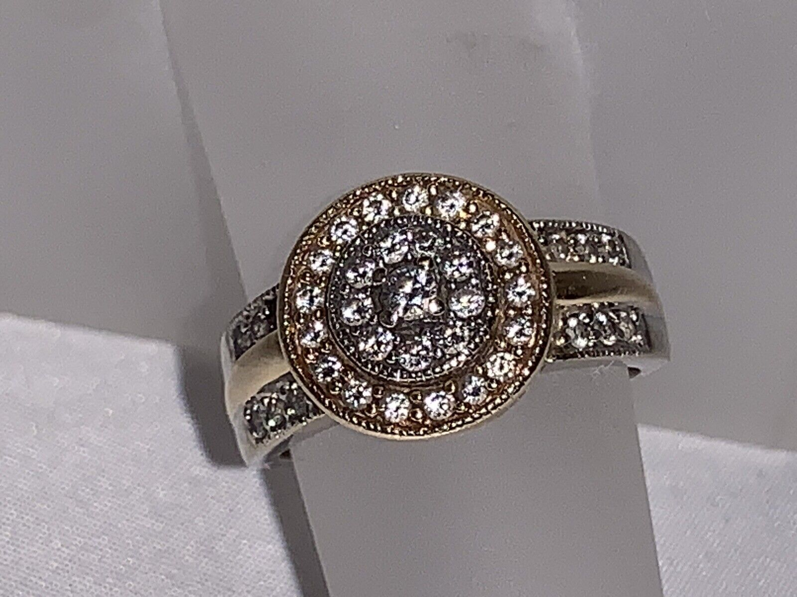 Beautiful Women's 14k White and Yellow gold Ring with Gorgeous Diamond Accents