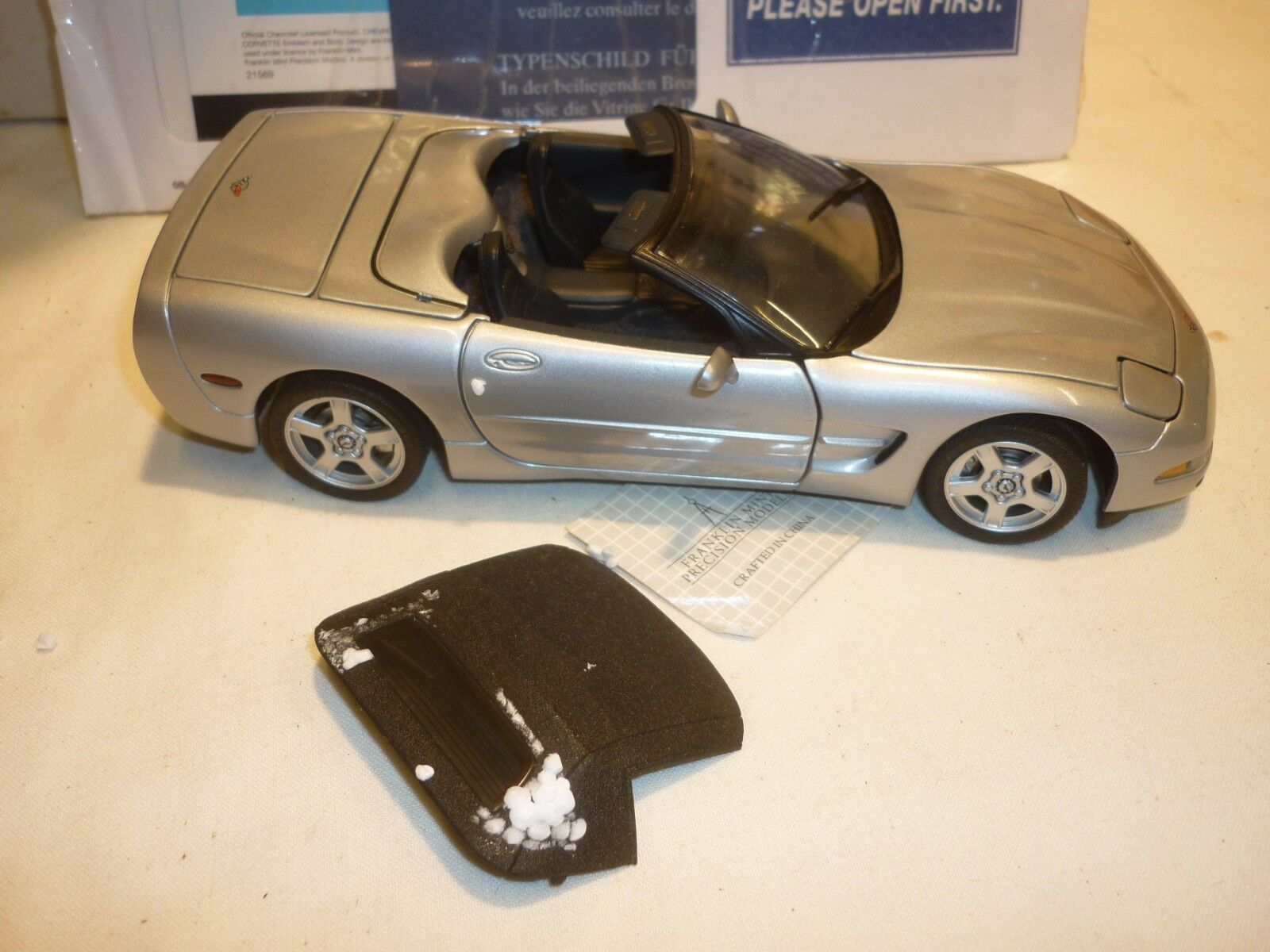 A Franklin mint scale model of a 1989 Chevrolet Corvette, boxed with paperwork
