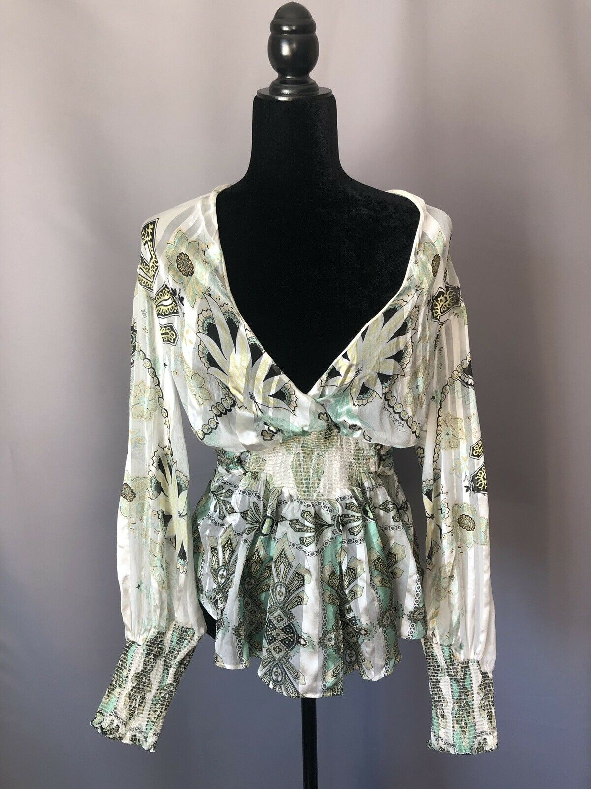 Romantic Roberto Cavalli Silk Floral Print Blouse. Größe S-M. IT 40