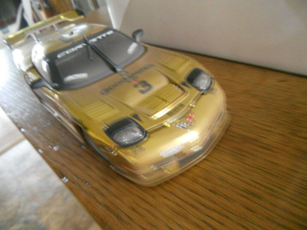 Action Dale Earnhardt  18 Scale 2001 gold gold gold Corvette C5R - Lift Off Hood Trunk cf3b07