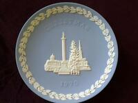 WEDGWOOD JASPERWARE CHRISTMAS 1970 PLATE TRAFALGAR SQUARE BOXED MINT CONDITION