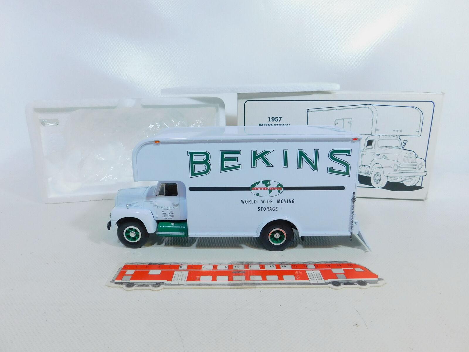 CA74-2  First Gear 1 34 19-1449 Möbelwagen Harvester R-200 Bekins, sehr gut+OVP