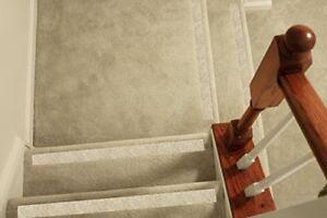 Details About No Slip Strips, Non Slip Tread Nosing For Carpet Stairs,  MEDIUM Grit, X5 Pcs